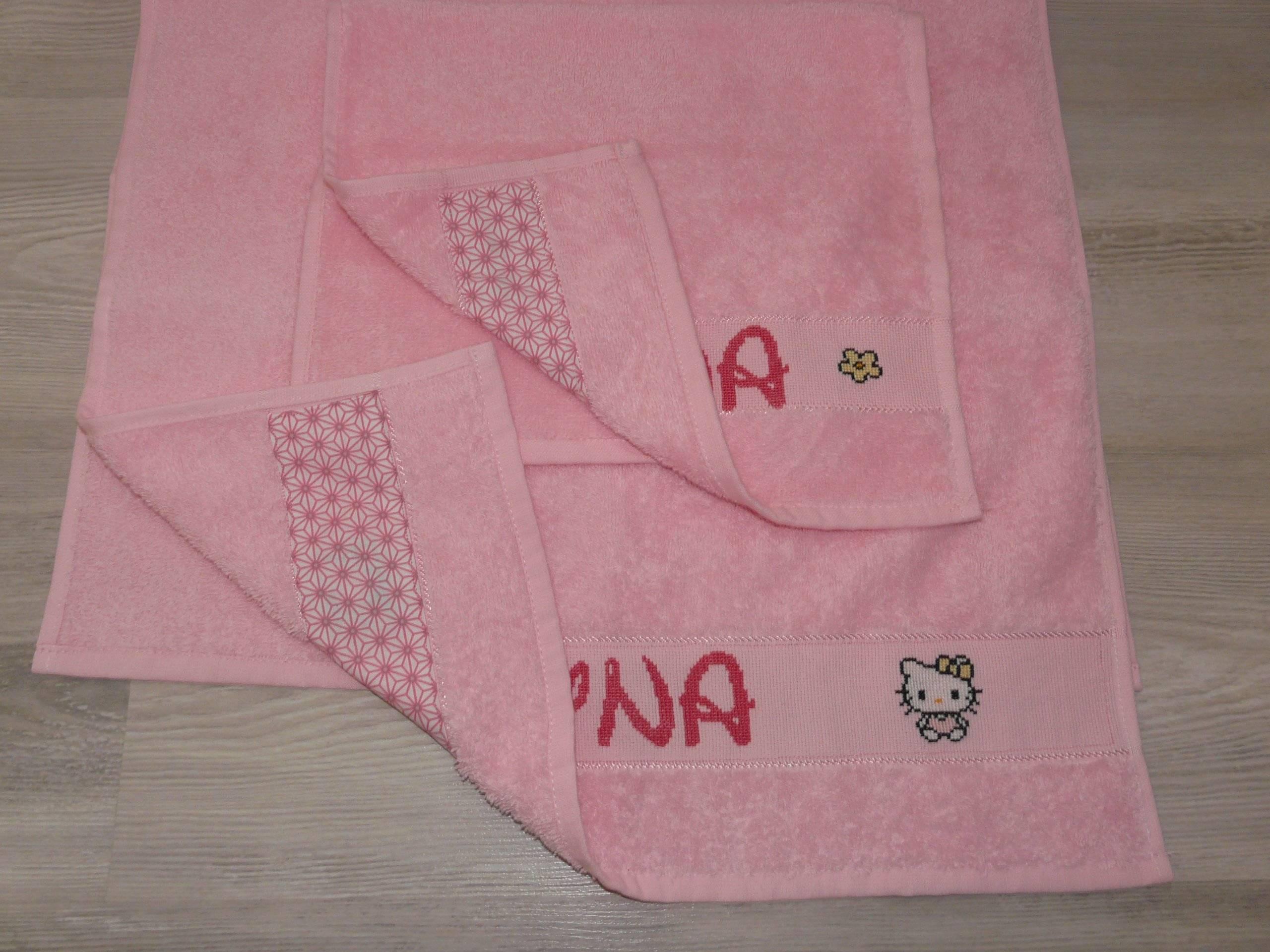 ensemble de serviettes de toilette broderie point de croix HELLO KITTY