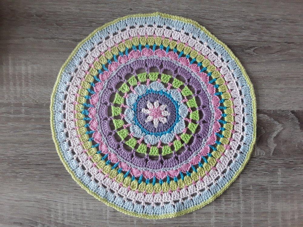 Grand mandala au crochet