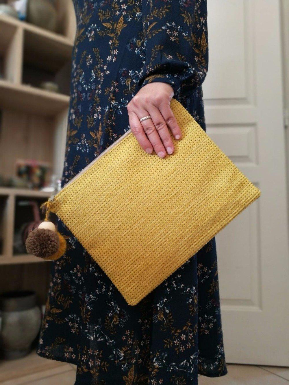 Pochette Jaune Moutarde - Jacquard et coton - pompons de laine