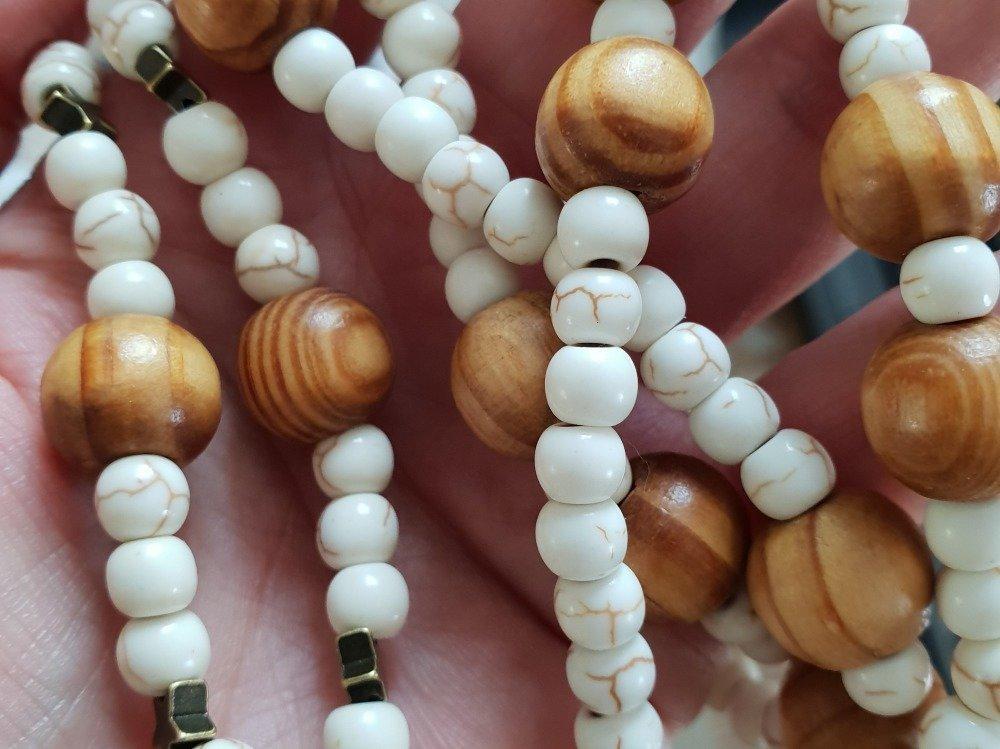 """Collier Sautoir """"Nude"""" en perles de nacre et bois"""