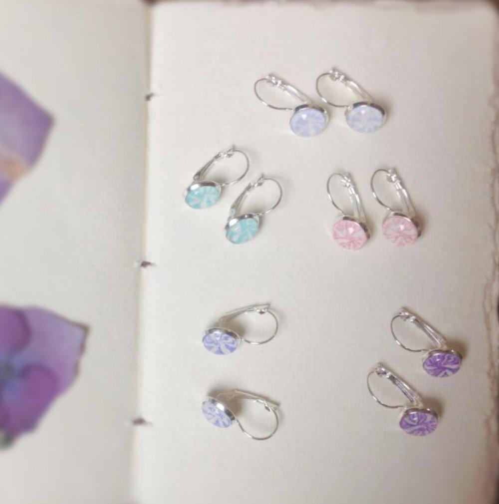 Boucles d'oreilles dormeuses Dandelion, couleur «myosotis», en argent 925 millièmes
