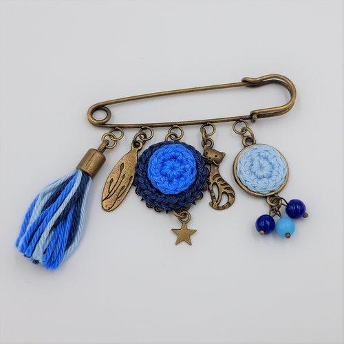 Broche épingle bleue - un chat dans la nuit