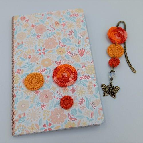 Carnet et marque-pages assortis - thème fleurs et papillon