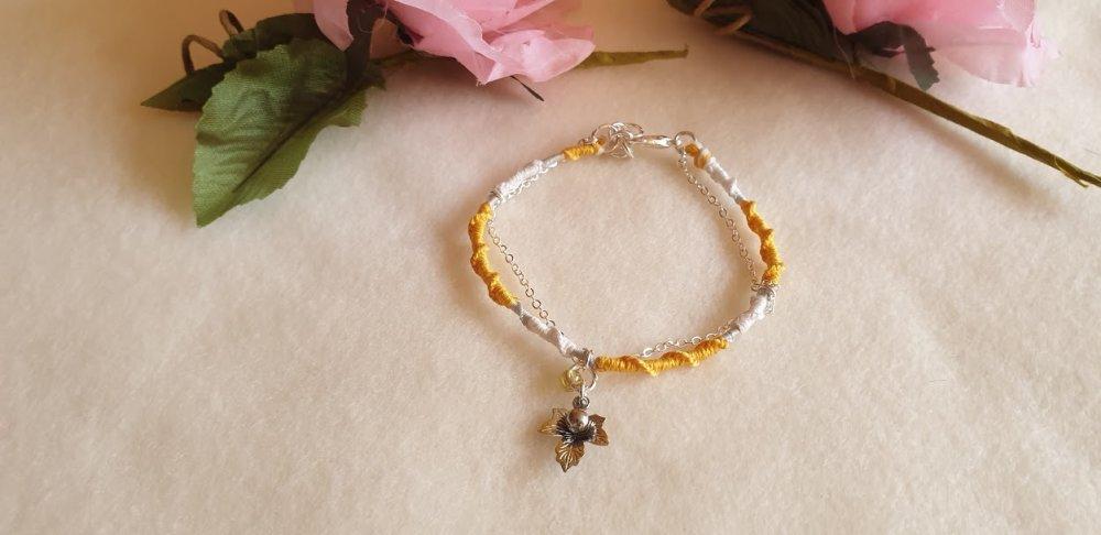 bracelet porte-bonheur blanc et jaune