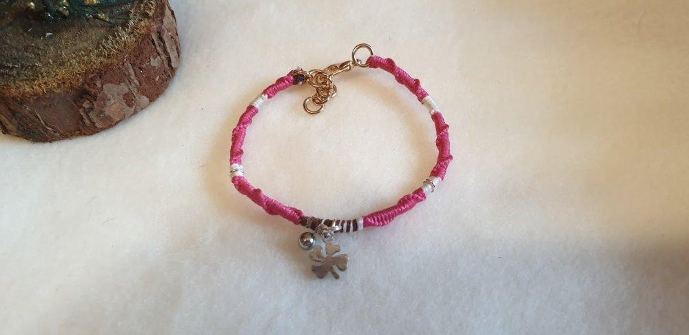 bracelet porte-bonheur enfant +6 ans rose,blanc et marron.
