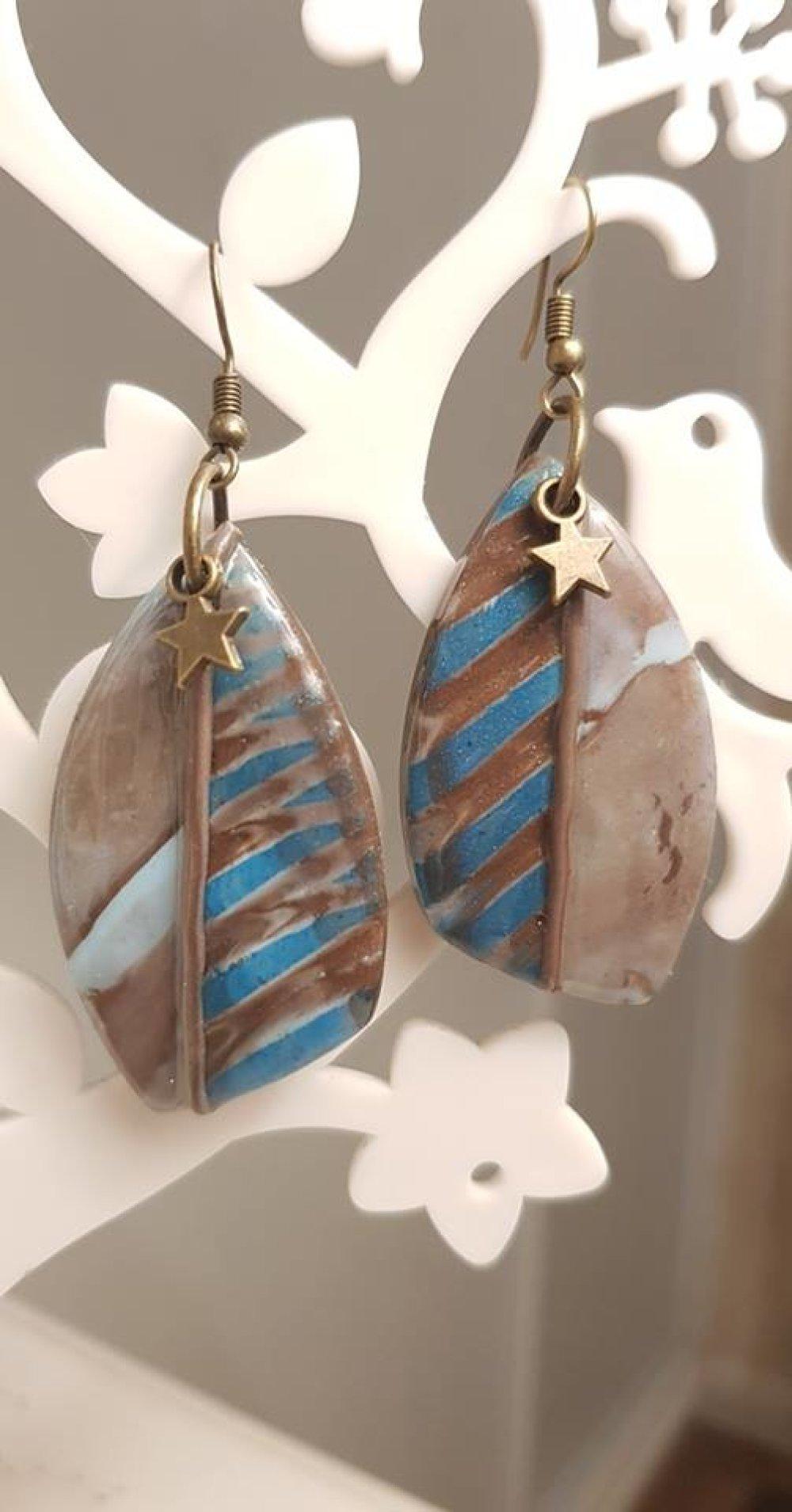 boucle d'oreille marron et turquoise
