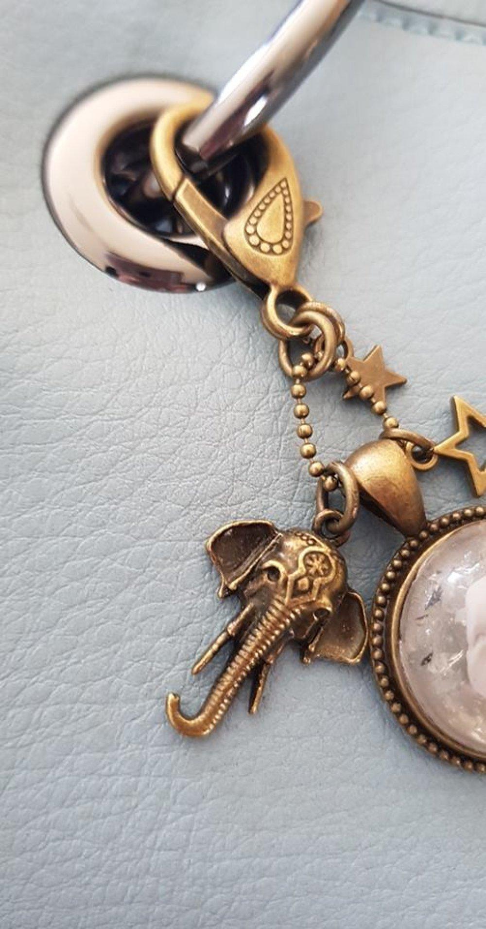 porte clé bijoux de sac gris