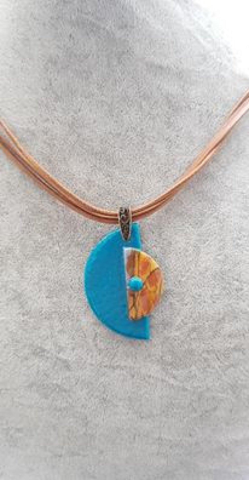 collier marron et turquoise
