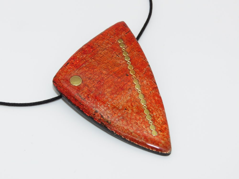 Collier rouge et or