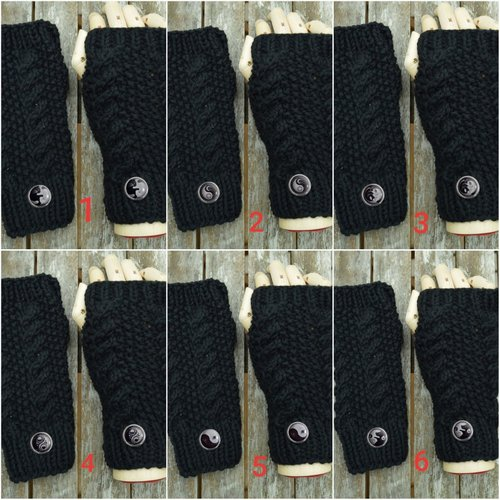 Mitaines ,noires; laine ,ying yang,chats, chiens, lune, , fleurs ,soleil, boutons 2cm.