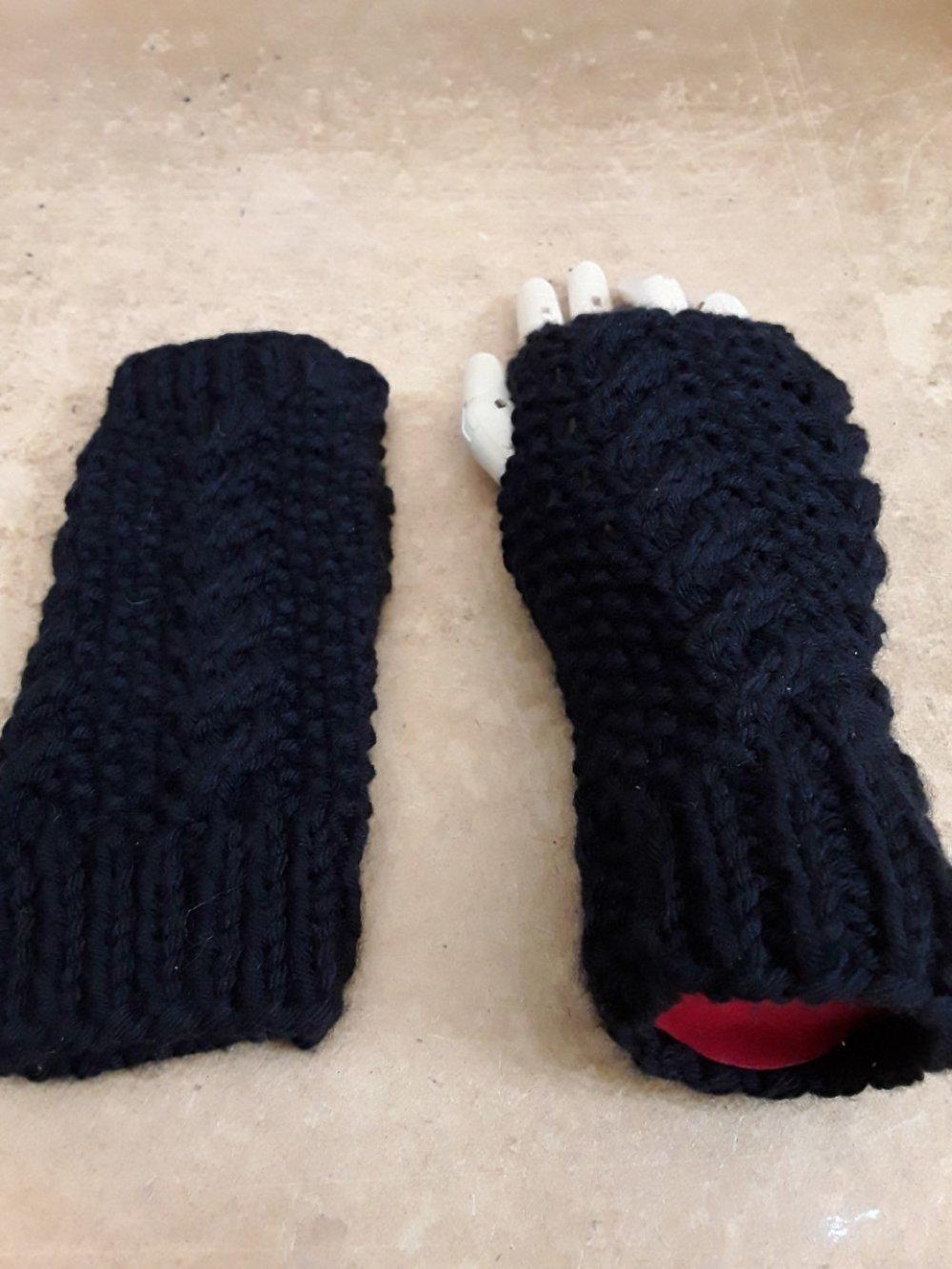 mitaines , noires, lilas, vert , blanc , jaune ou gris , tricot, laine ,18cm
