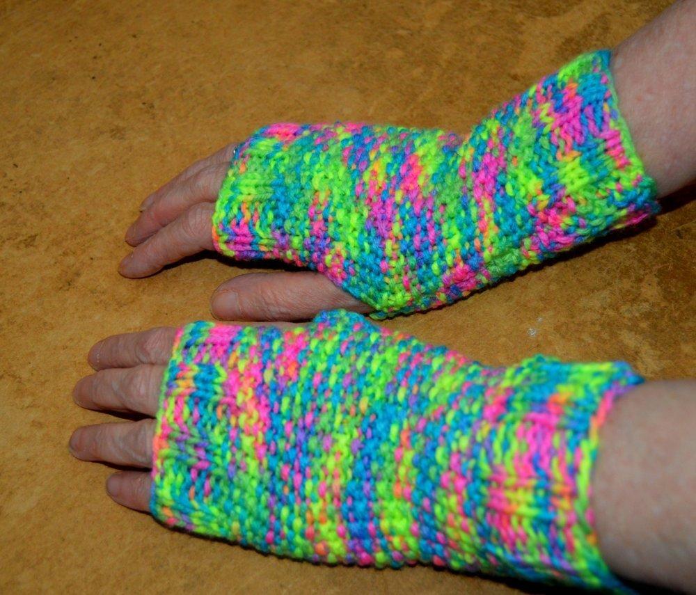 mitaines , tricot, laine, vert , fluos , flash,multicolor ,20cm
