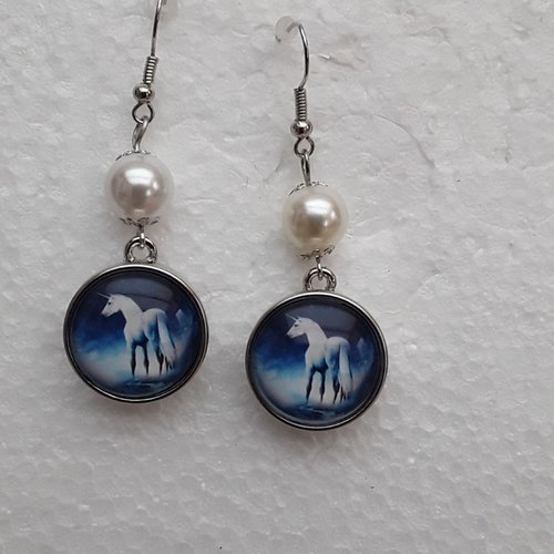 Boucles d oreilles , crochets, perles blanches, licorne blanche, cheval 18mm