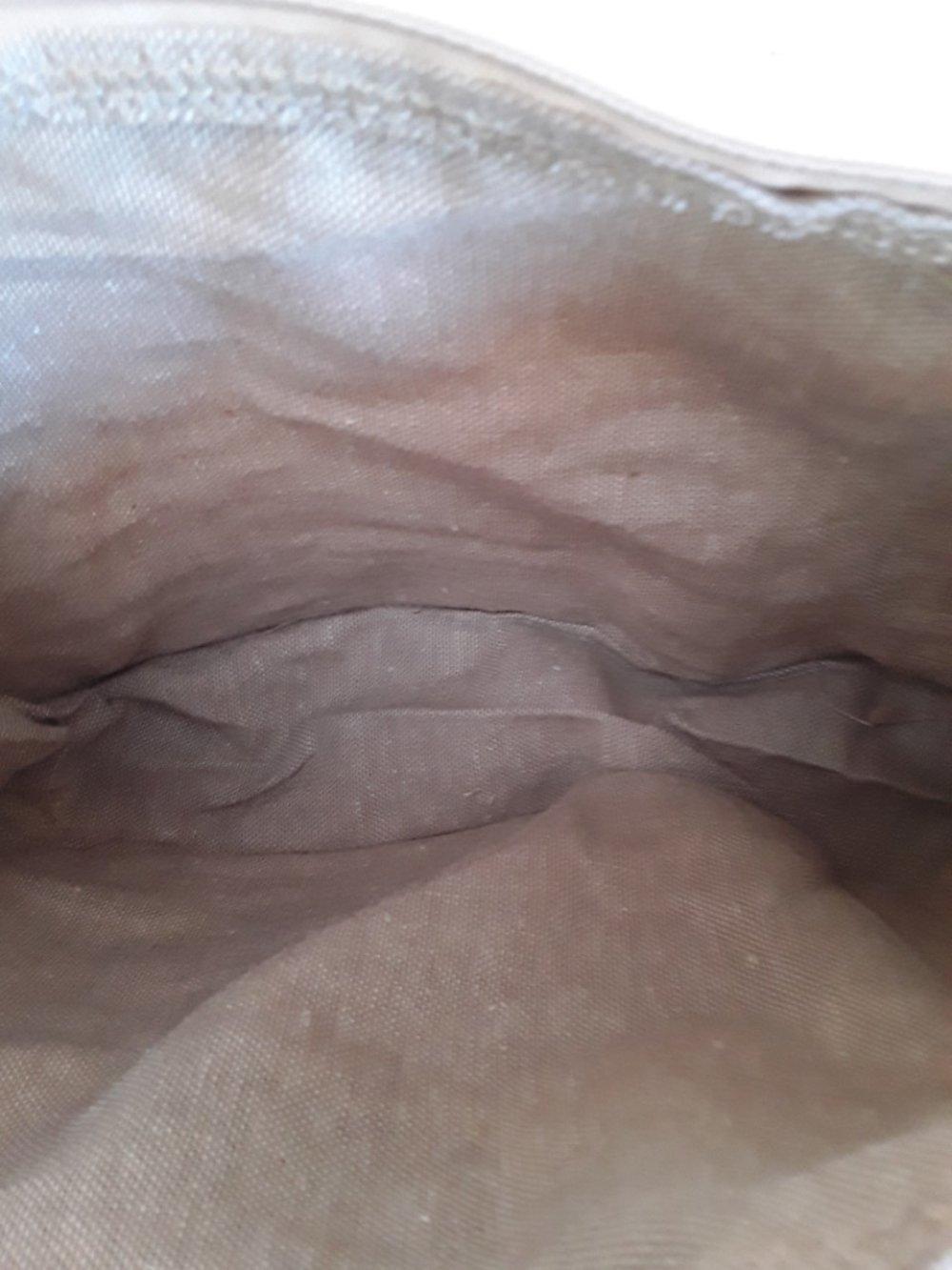 trousse, beige, lignes dorées, teckel brun couché,  doublée, tirette , 25/15/5cm,, breloque