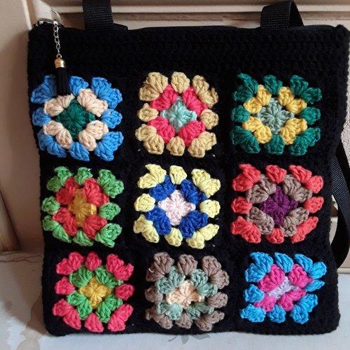 Sac carrés noir colorés crochet granny grand mère bohême boho épaule laine acrylique ,31/31 cm , breloque pompon anses  97cm