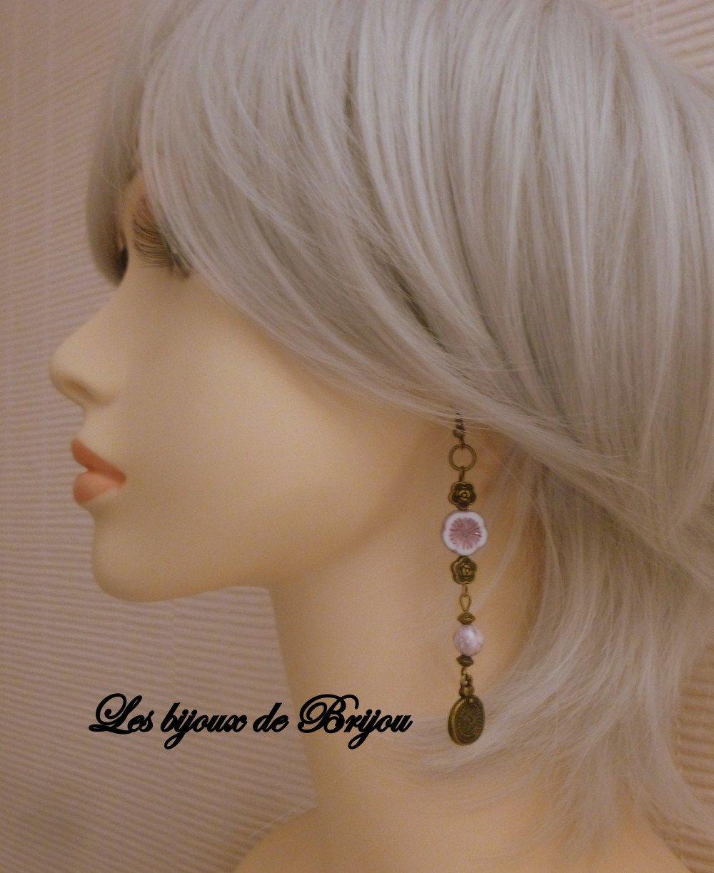 Boucles d'oreilles longues boho chic parme et bronze en perles tchèques parme et perles en bronze