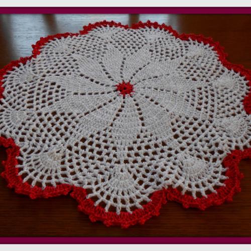 Napperon crochet blanc, rouge 52 cm, décoration table, centre de table crochet, cadeau femme