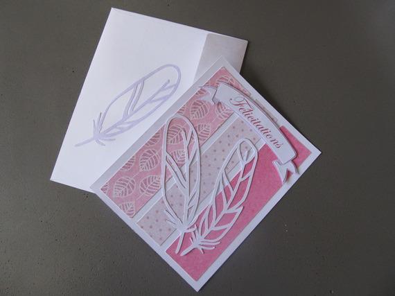 Carte de félicitations pour une naissance pour bébé fille, rose et plume