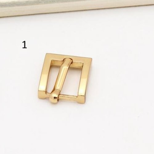 Demi boucle avec ardillon attache bracelet  carrée