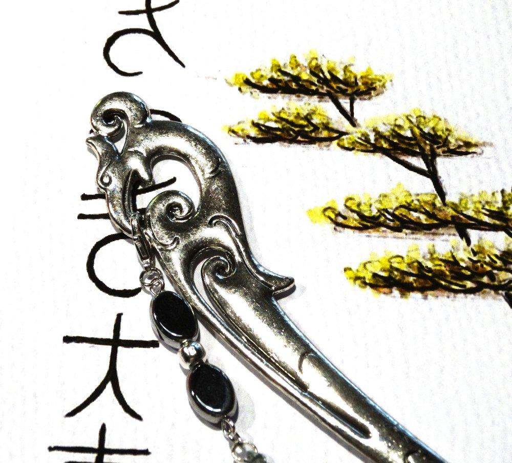 Marque page bijou phœnix argenté médiéval pompon soie grise / Idée cadeau femme, fête des mères, Noël, Saint Valentin, anniversaire
