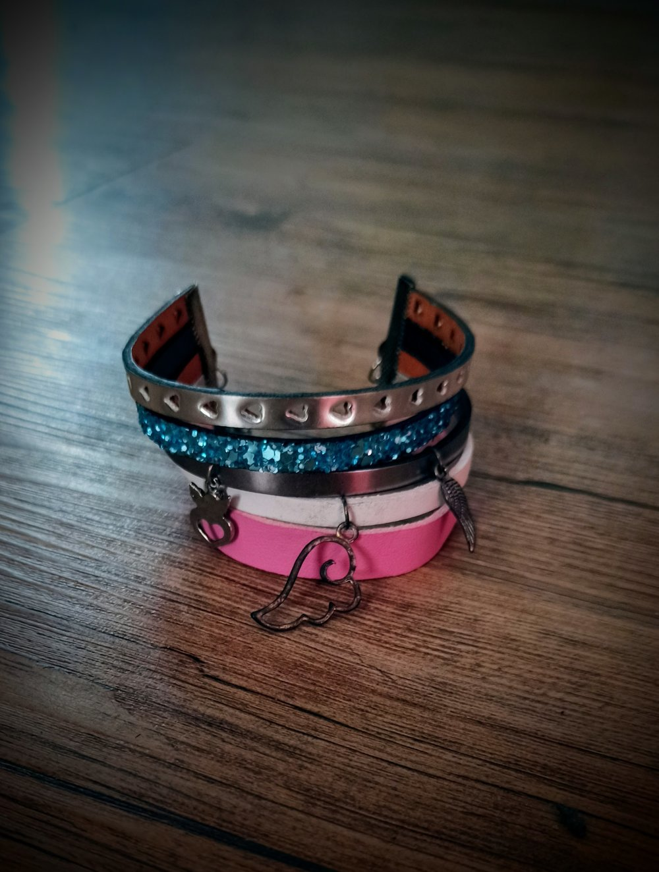 Bracelet multirangs, charms,