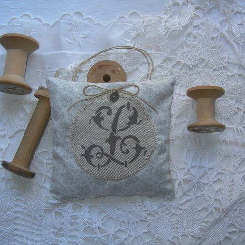 Coussin de porte lavande de provence monogramme l peint main