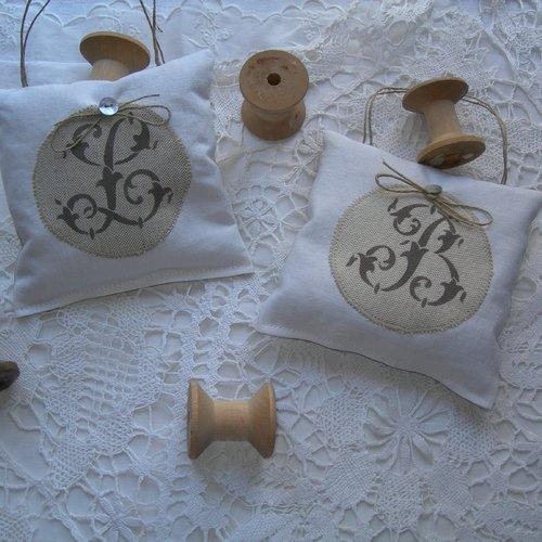 Coussin de porte lavande de provence monogramme b peint main