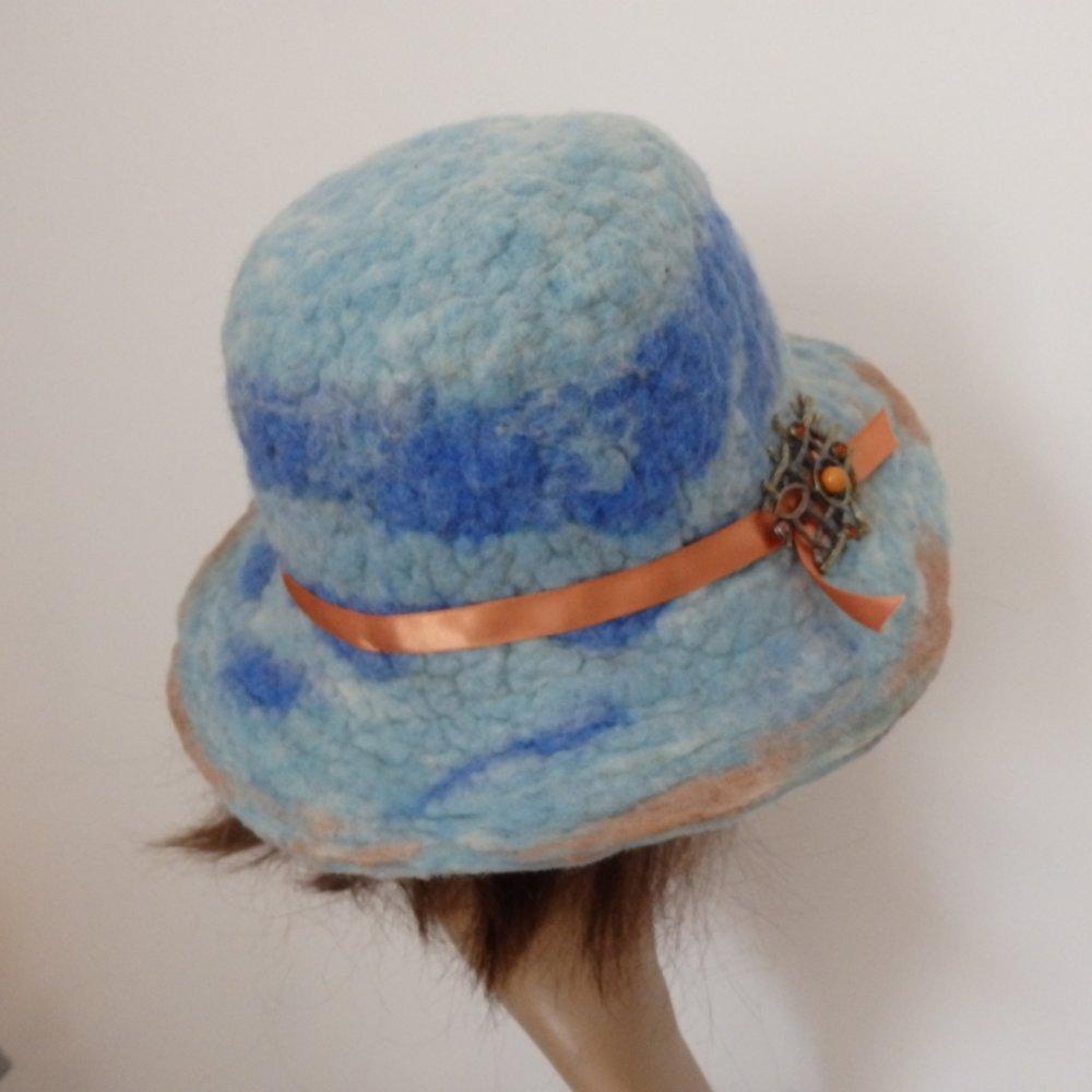 Avoir chaud avec un chapeau unique et stylé. Feutre fait main en laine naturelle. Laine feutrée chaude et imperméable