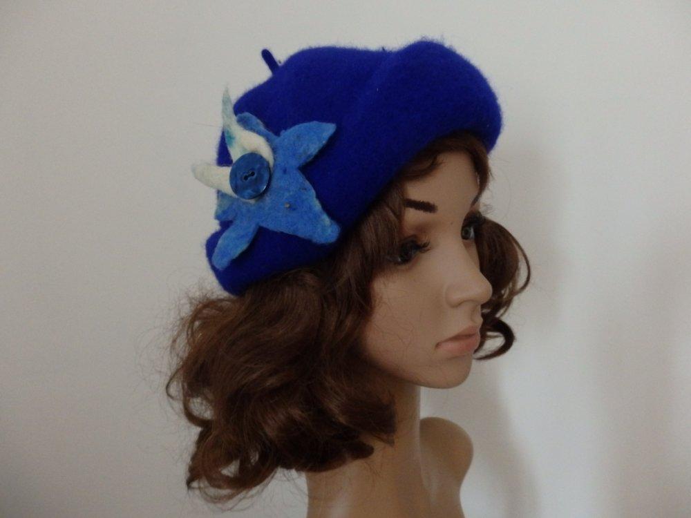 Un béret revisité façon vintage qui convient à beaucoup de visage. Chapeau bleu en laine.