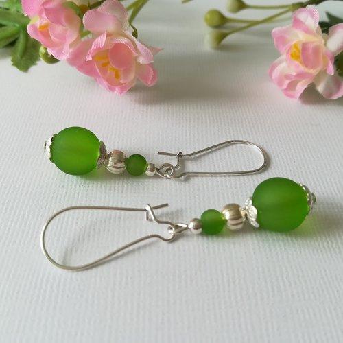 Kit boucles d'oreilles perle en verre verte et apprêts argentés