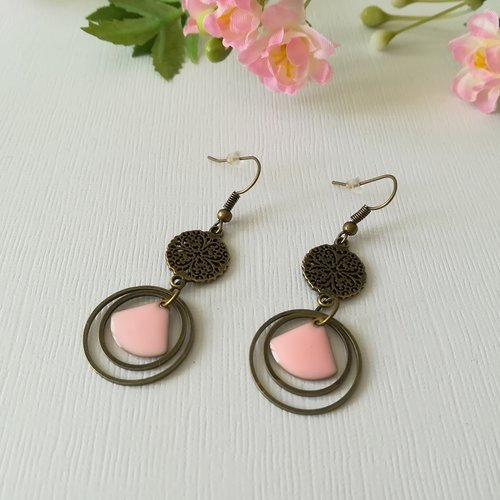 Kit boucles d'oreilles anneaux bronze et sequin émail rose