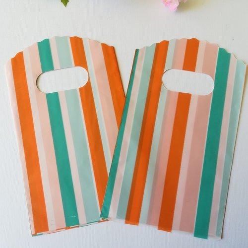Sachets plastique cadeau 15 x 9 cm rayures tricolores x 10