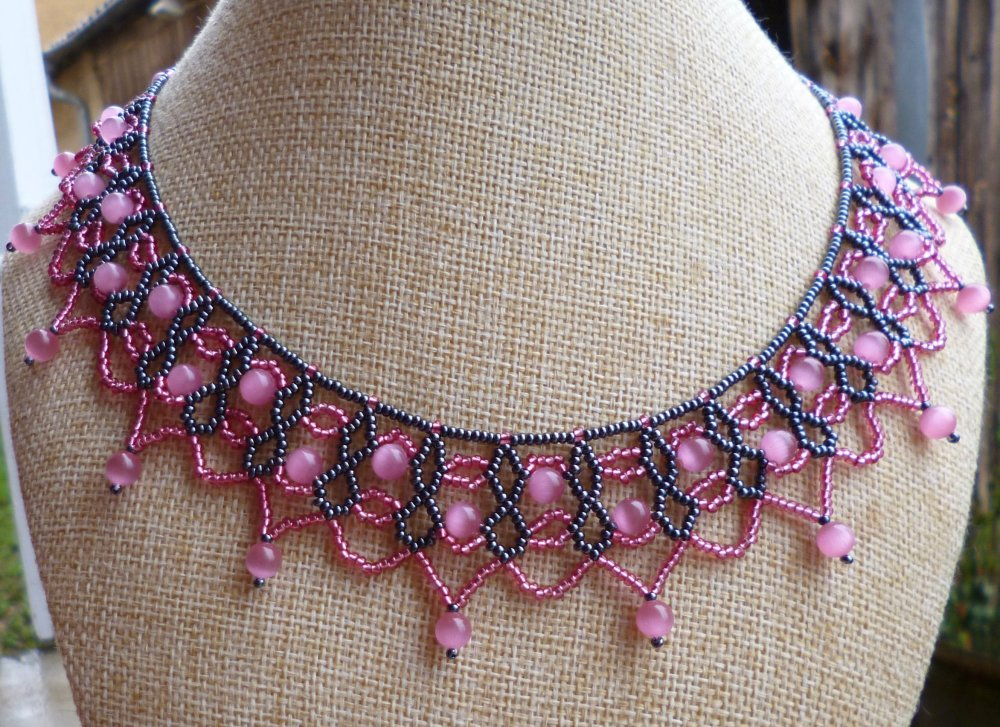 Collier dentelle perlée rose et hématite