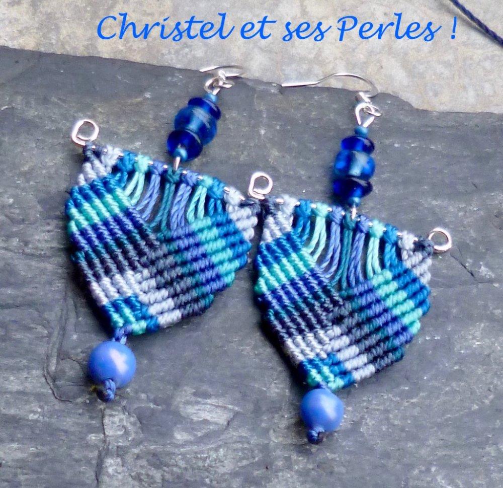 Boucles d'oreilles macramé triangles bleu