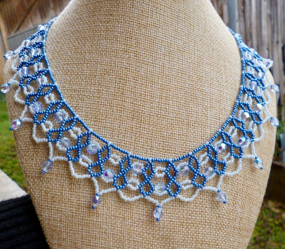 Collier dentelle perlée deux bleus