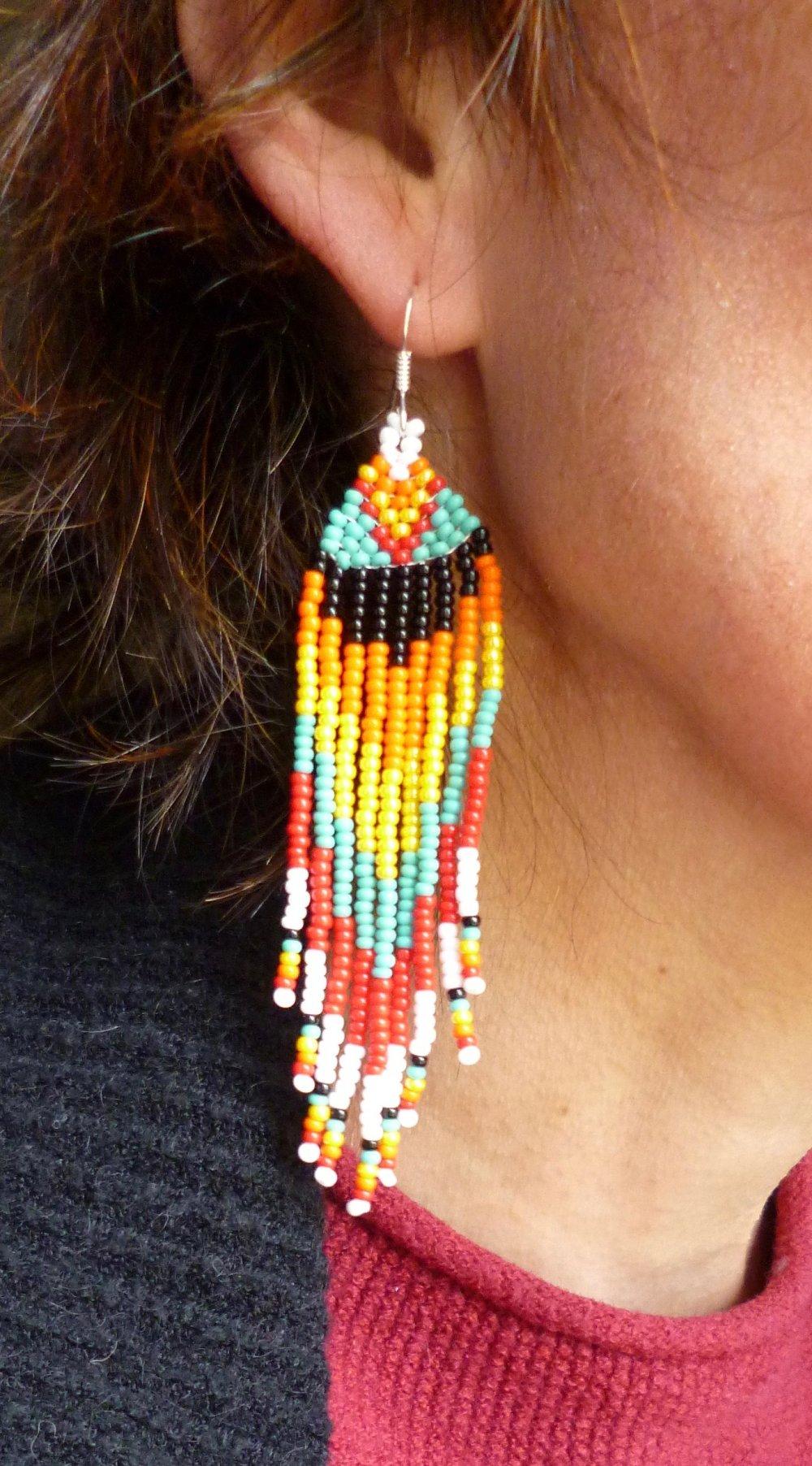 Boucles d'oreilles Huichol, longues et perles multi