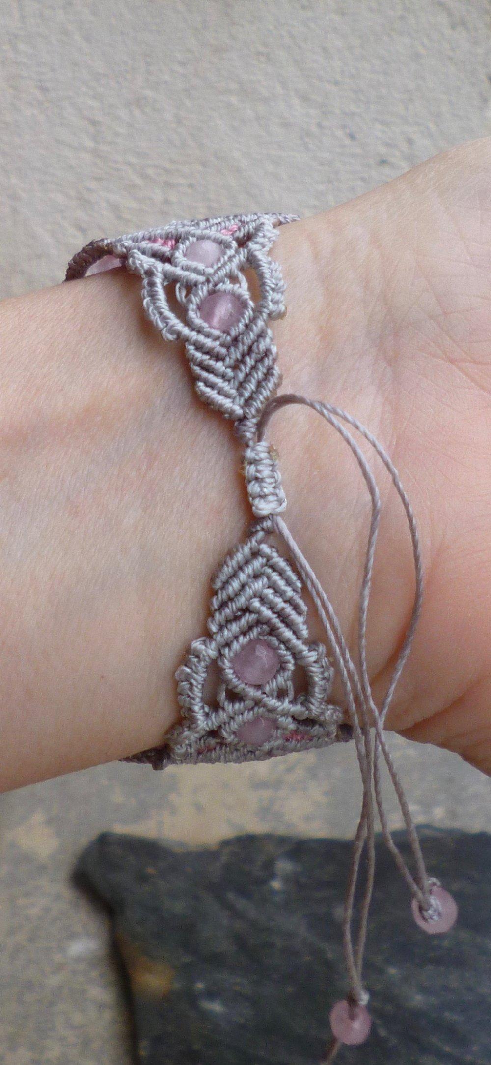 Bracelet macramé et Quartz rose fleurs métal
