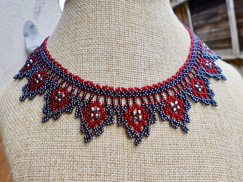 Collier dentelles de perles, triangle, Rubis Hématite