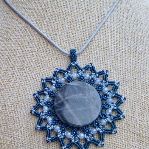 Pendentif macramé soleil bleu labradorite