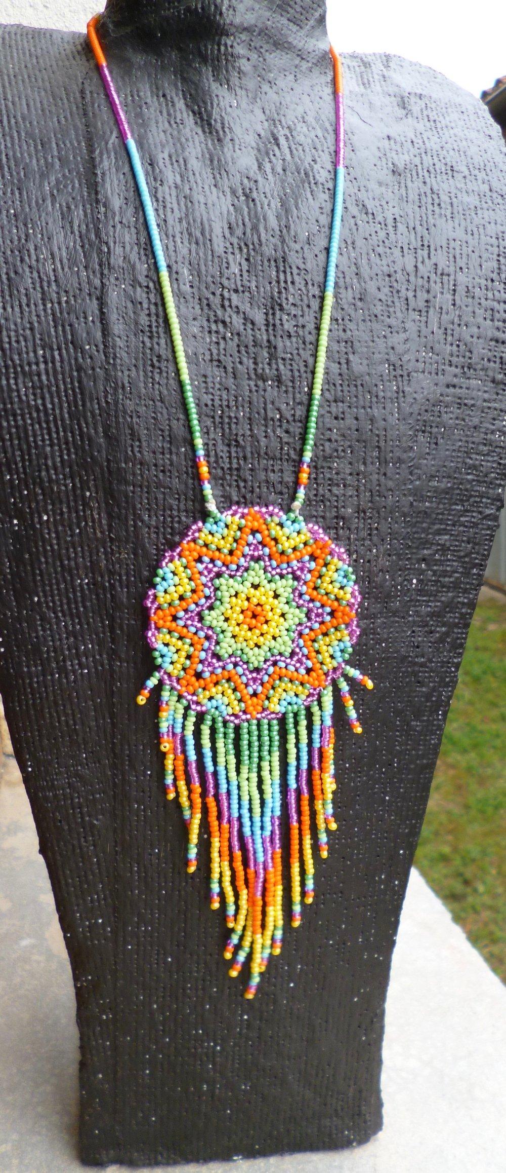 Pendentif Mandala multicolore Huichol