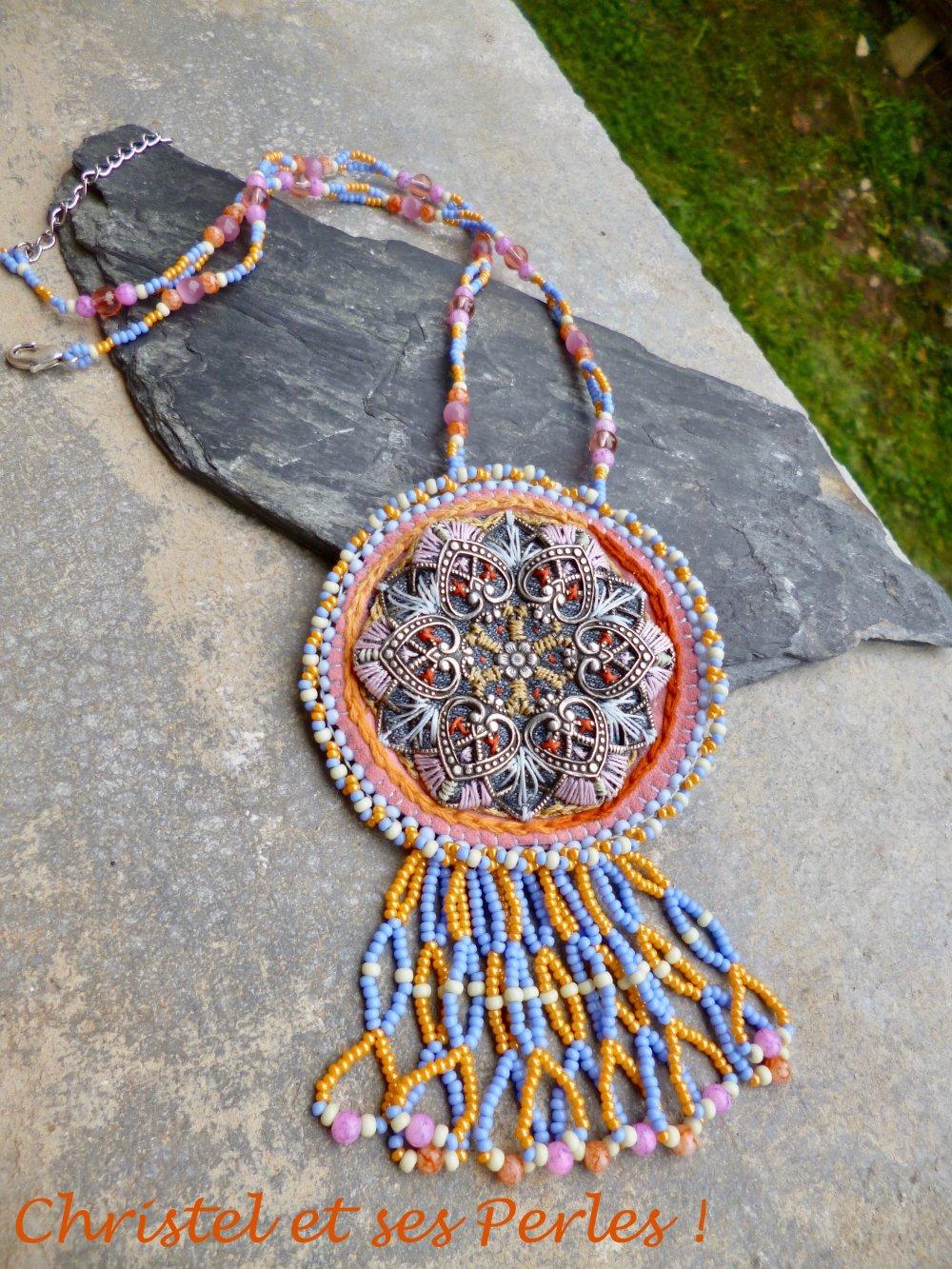 Collier pendentif brodé mandala