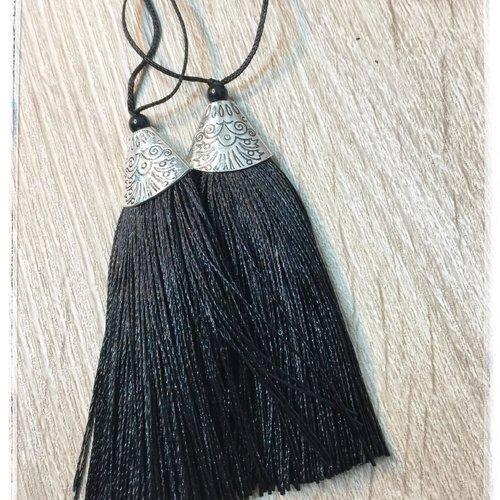 2 pompons noir long