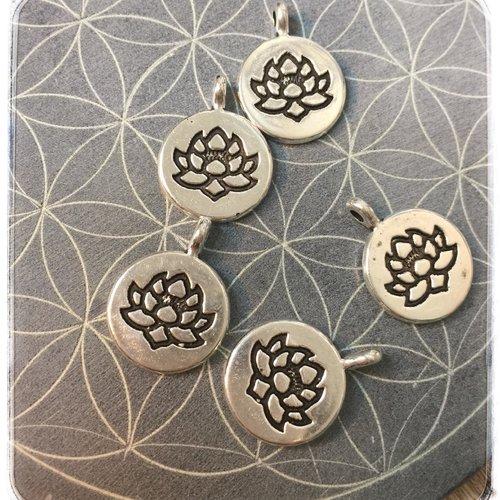 3 breloques fleur de lotus