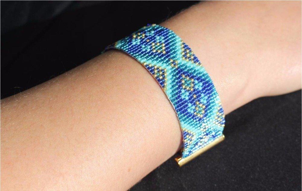 Bracelet loom (tissage au métier à tisser) bleu perles miyuki