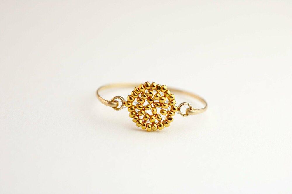 Bague fine perles dorée et ronde, style minimaliste, création française en perles de verre existe en toutes tailles, claire garrigues