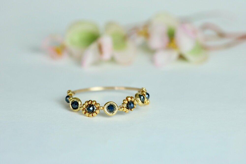 Bague fine dorée en pierre, de style minimaliste,bague en perles, tissée de spinelle noirs, existe en toutes tailles, Clairegarriguesjew