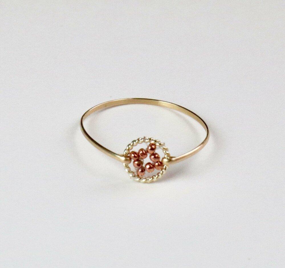 Bague fine dorée minimaliste avec perle et Anneau gold filled 14K, existe en toutes tailles, cadeau ideal femme, claire garrigues