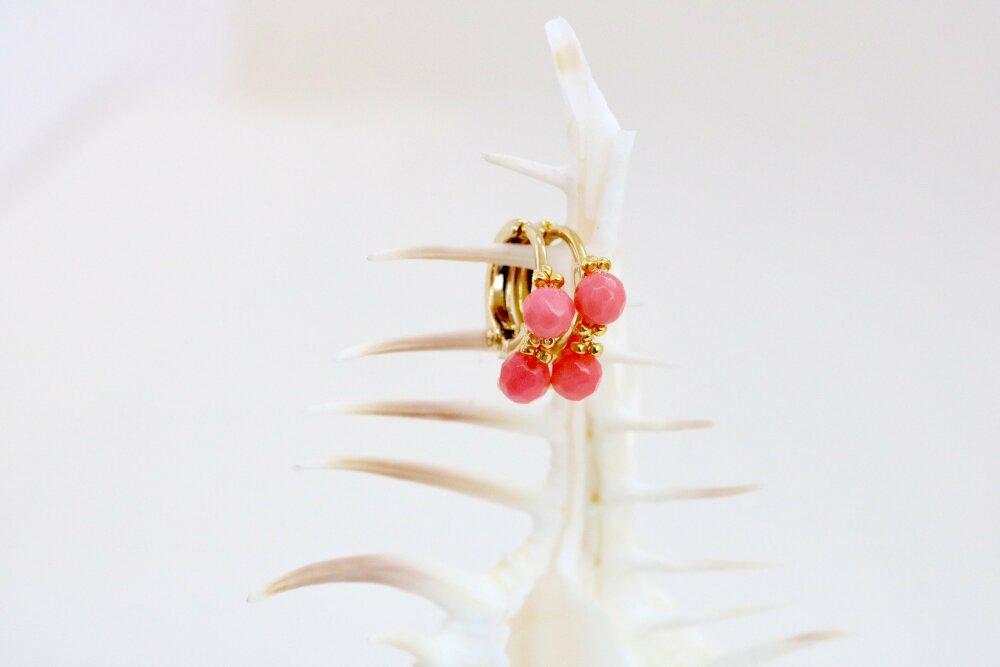 Mini boucles or et corail , créoles dorées minimalistes, véritables perles de corail , minuscules boucles pour femme