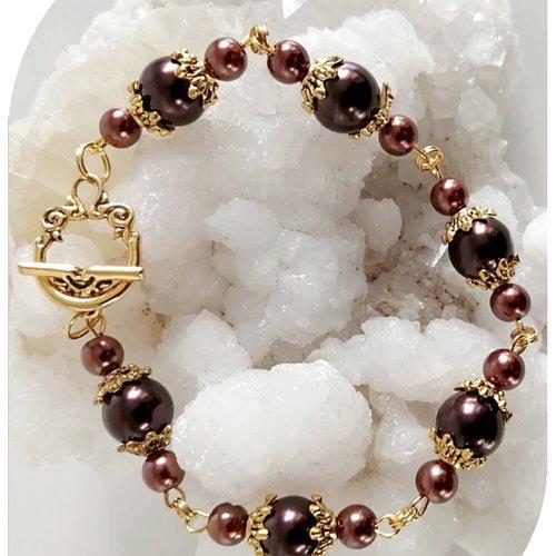 Bracelet perles de verre nacrées marron . fermoir toggle.