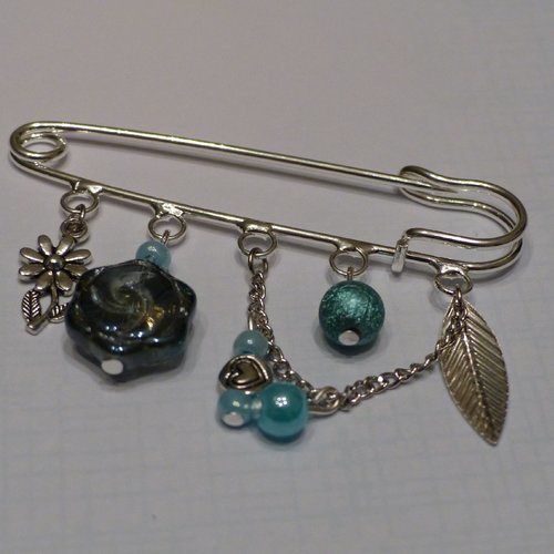 Broche avec pendants bleus